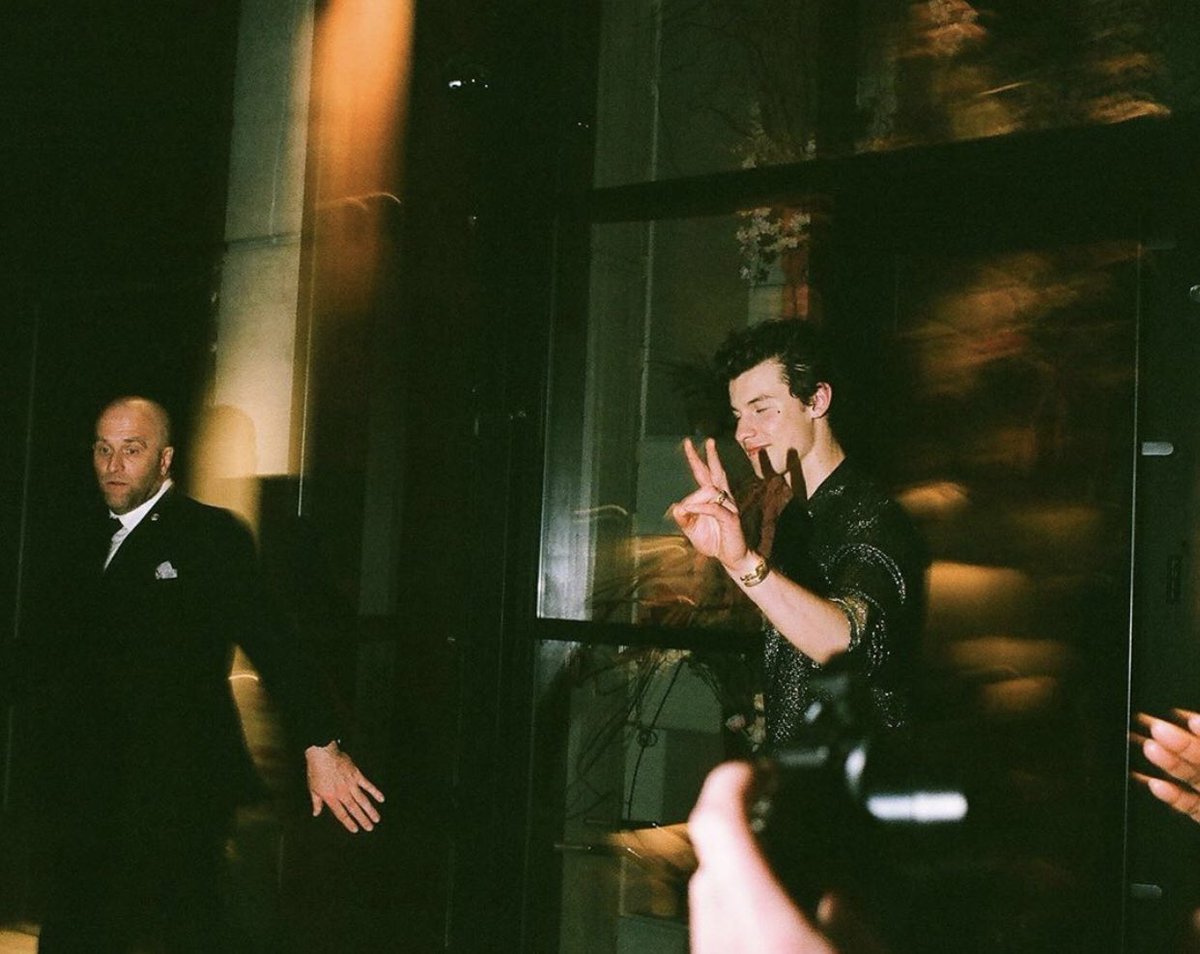 | Old/new photo of Shawn at the MET Gala after party last month! (via 35mmalcolm)  • May 6, 2019 <br>http://pic.twitter.com/W755jdbz4a