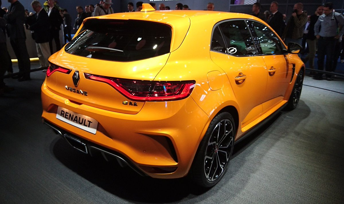 Renault is doing the most 🚀 This Megane RS is a solid 10 🔥