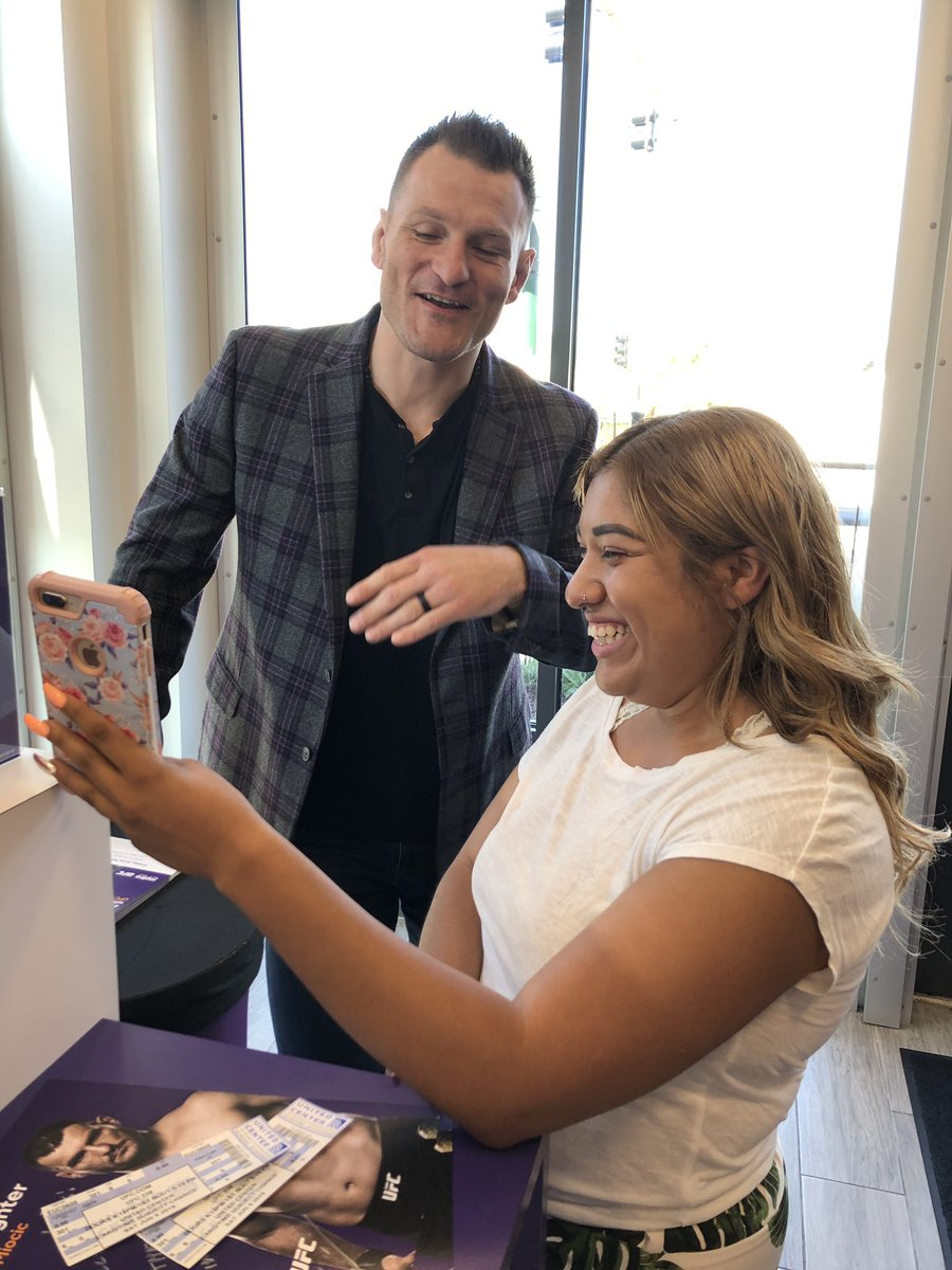 Loving my fans in Chicago! Thank you @MetroByTMobile for having me today! You guys are the best. #SM