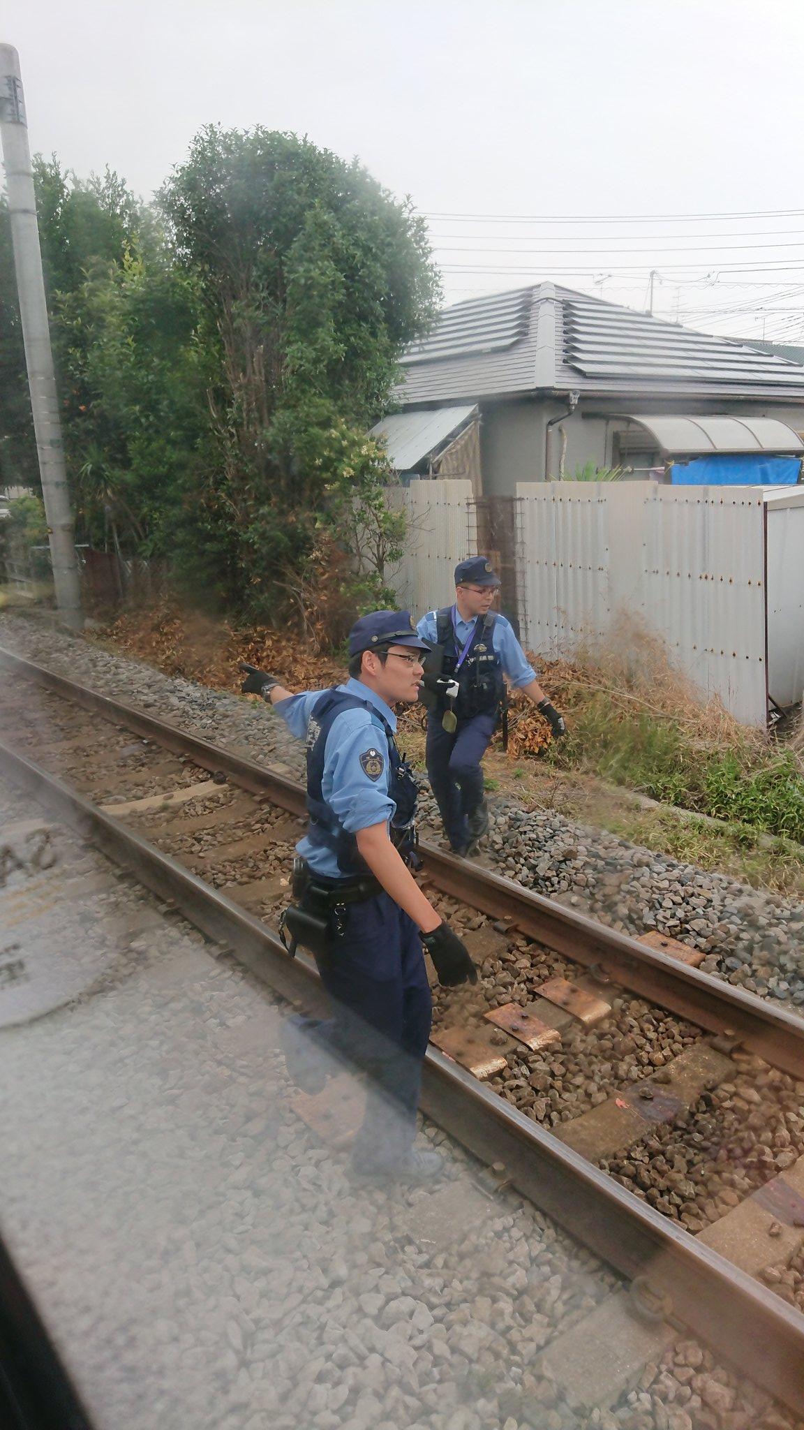 高崎線の人身事故で現場検証している画像