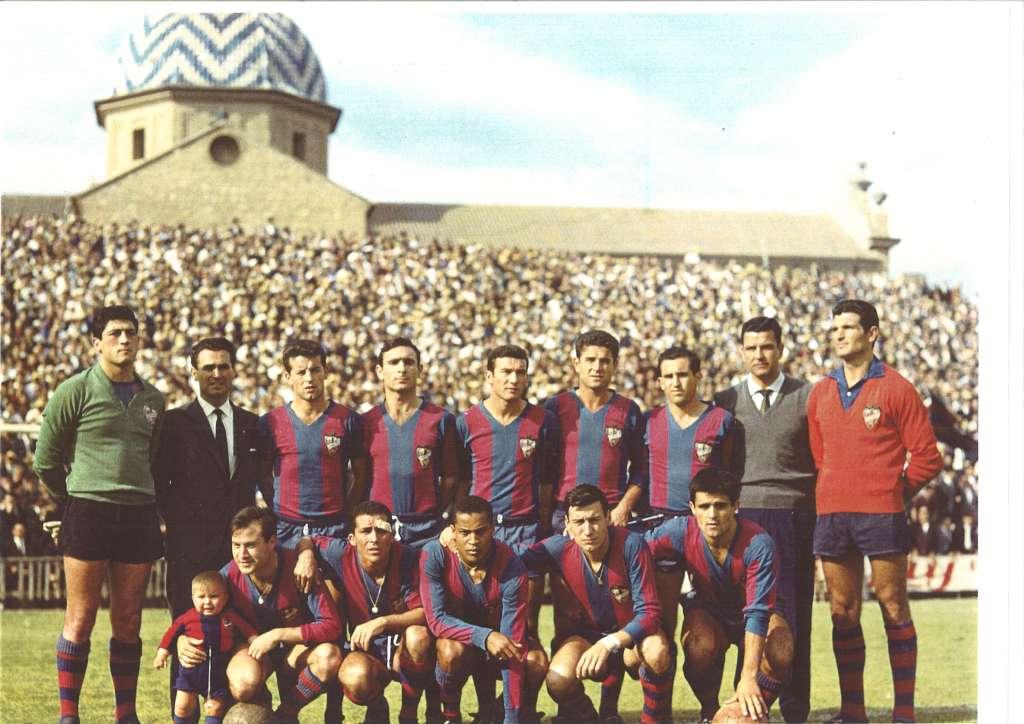 FOTOS HISTORICAS O CHULAS  DE FUTBOL - Página 9 D8hT2DyWwAEfd0l