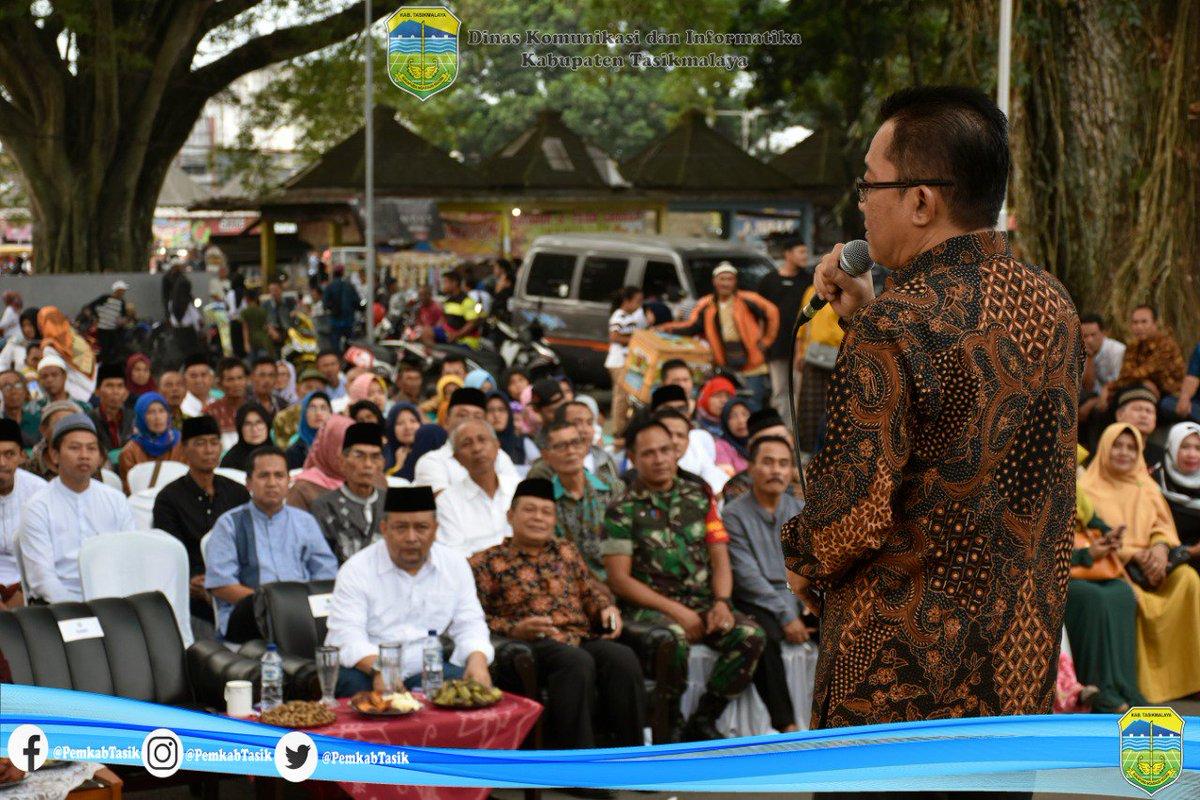 Bupati Tasikmalaya H. Ade Sugianto, S.IP memaparkan berbagai program yang akan dilaksanakan oleh Pemerintah Kabupaten Tasikmalaya pada 2019 sekaligus menghadiri Halal Bi Halal bersama  masyarakat Ciawi dan sekitarnya di Halaman Kantor Kecamatan Ciawi, Jumat (07/06/2019).