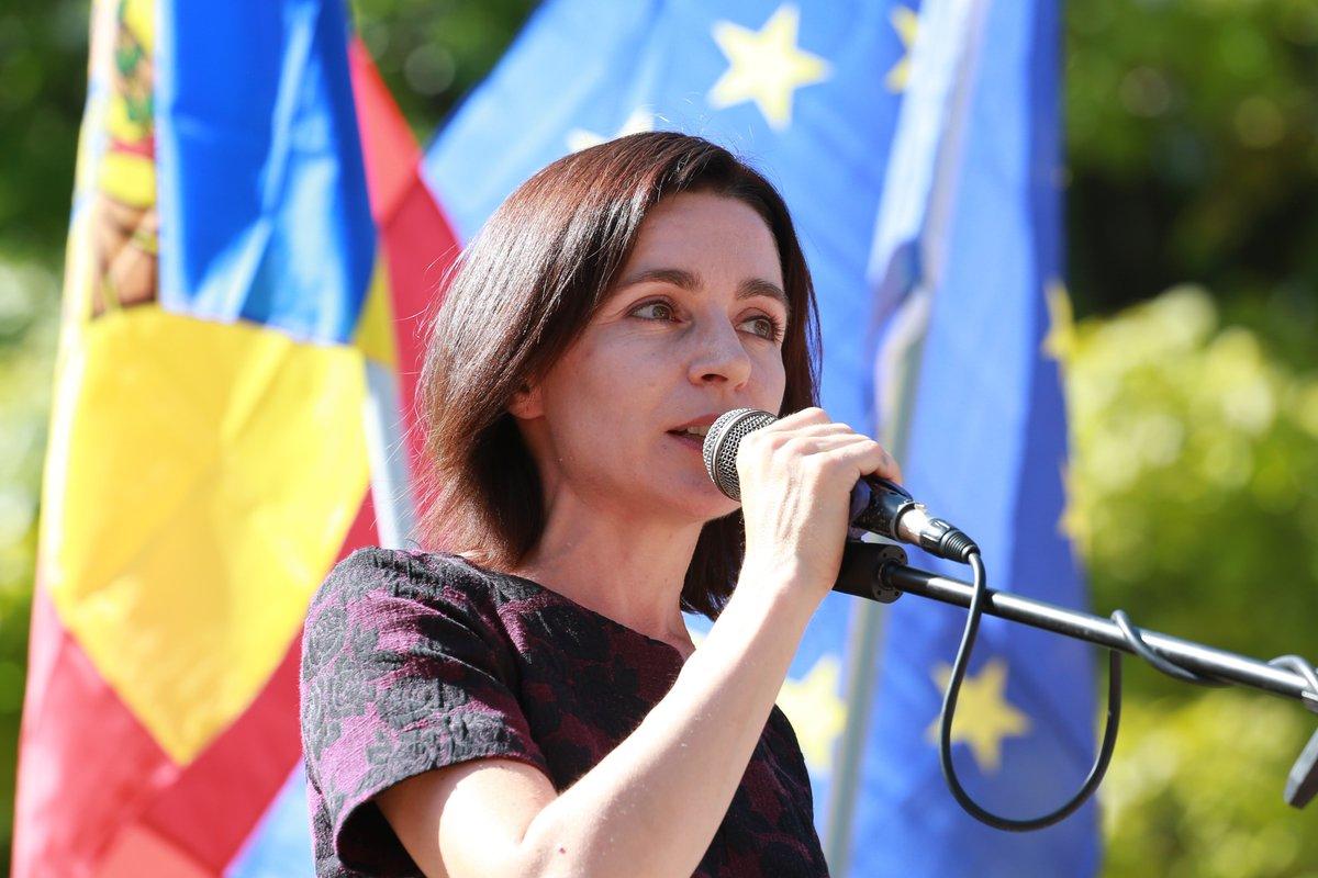 Санду обратилась к избирателям на русском языке