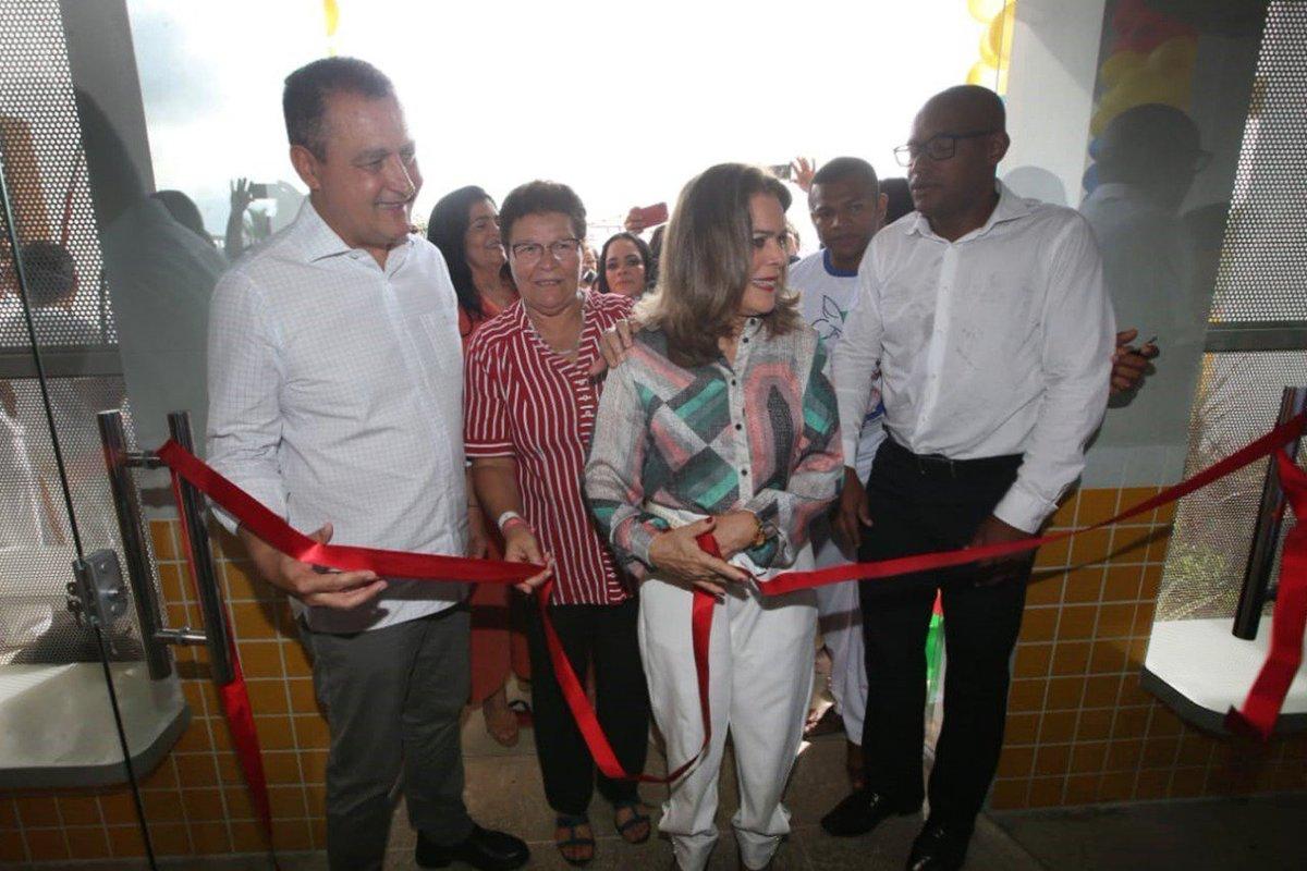 Aqui a gente samba mas faz entregas também! Estou em #Araçás, onde inauguramos a Creche Municipal Celcina Lucas de Jesus. #AquiÉTrabalho #Bahiapic.twitter.com/q4vBkZLdQs