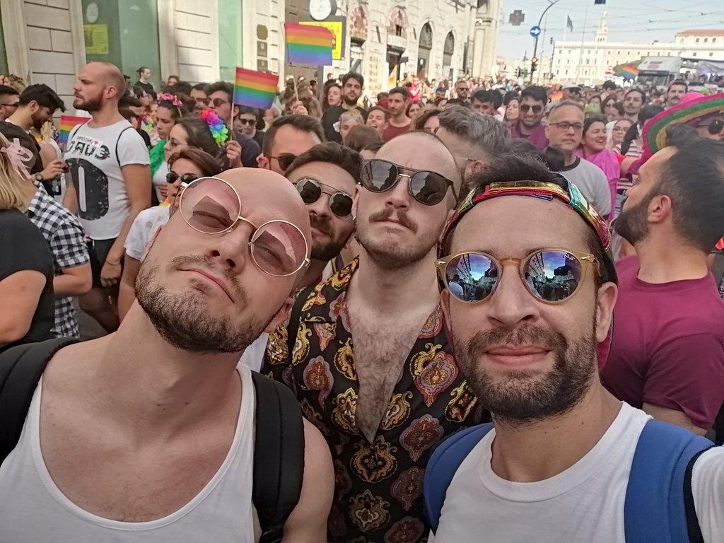 Favoloseh #RomaPride @p4ss0ny @ZarOfHell @simidisi<br>http://pic.twitter.com/mxBaRbnSgL