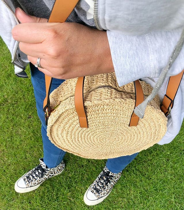 I'm about 5 years late to the party but finally got myself a round straw bag  and I LOVE it! • • • #strawbag #strawbags #roundstrawbag #fbloggeruk #ukfblogger #highstreetstyle #fbloggersuk #asseenonme #todayiwore #30plusstyle #wearingtoday #reallife… http://bit.ly/2Zaxv5N pic.twitter.com/04uhCjJRZ7