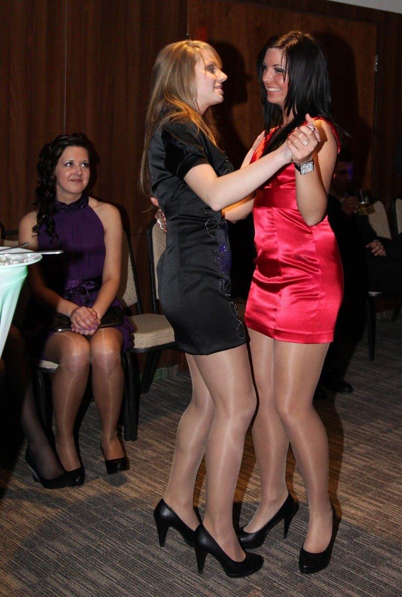 Пять фотки девушек на корпоративах в коротких платьях и юбках висячими членами секс
