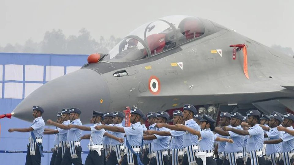 Rs 5 lakh cash award announced for information on missing AN-32  https://www.hindustantimes.com/india-news/rs-5-lakh-cash-award-announced-for-info-on-missing-an-32/story-T00CDhCg7UHJLFpBxxHFrO.html…