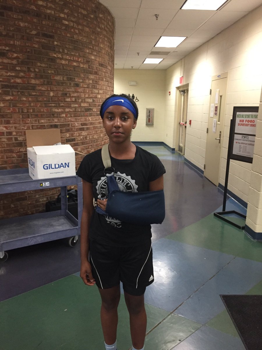 Shout out to '22 CG @mani_hoop13 Amani Dawkins. Got hurt b4 the event & still made the trip from AL to the @InsiderExposure #JrAACamp.  Definition of dedication to craft. #MambaBlood #TaurasiBlood  @ReportSleeper @Canletes_Sports @RanDawkins @kobebryant @DianaTaurasi @tlownsdale