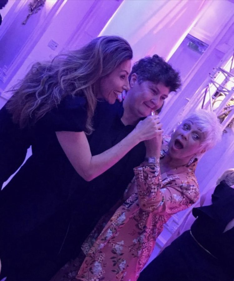 Such great memories from last night's #DIVAAwards19 - so handy to have @RealDeniseWelch & @MsGfaye around to help style me up 🤣💄