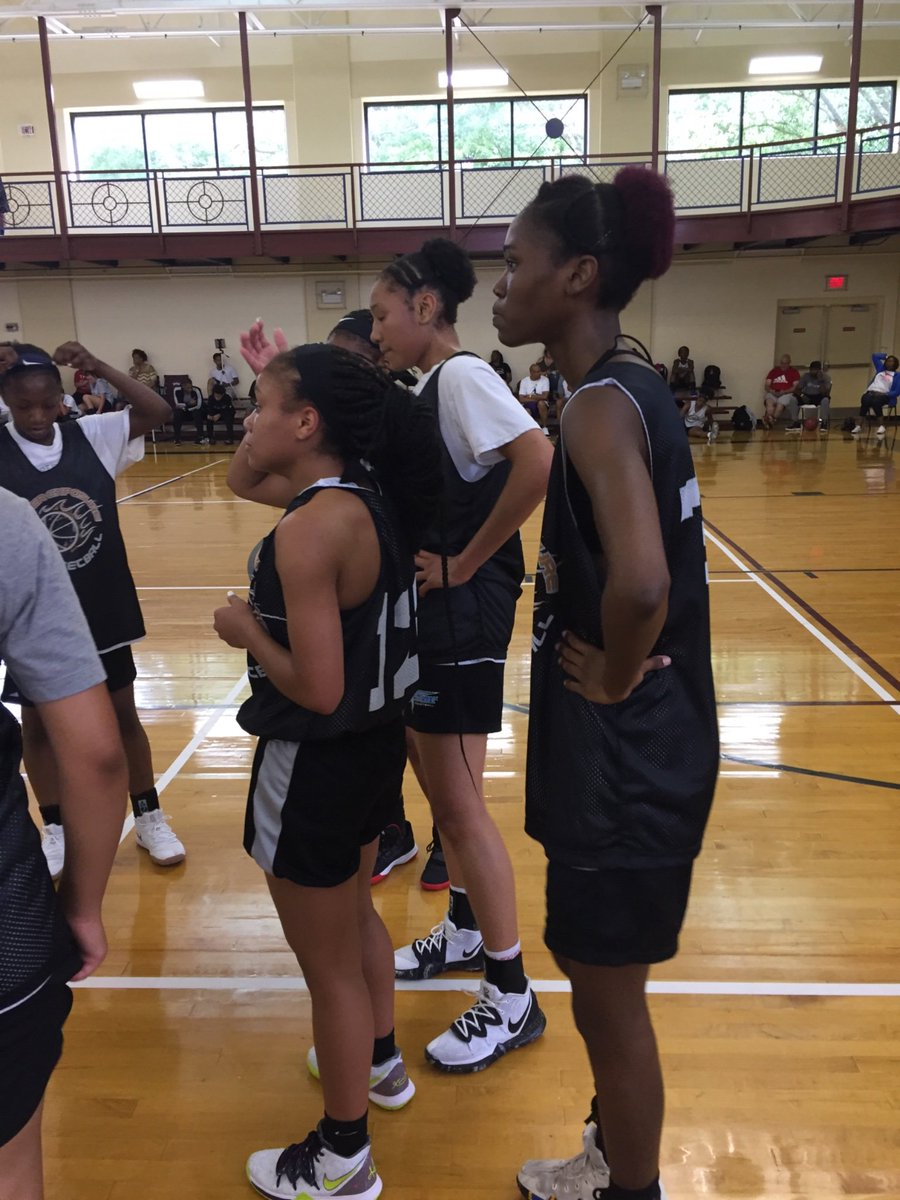 Both causing havoc early at the  @InsiderExposure #JrAACamp.   '22 SF Darianna Littlepage-Buggs a high energy player that finishes. '20 F Ti'lan Boler an interior presence that steps out to defend as well.    @TeamFortWorth @hoopseen @ReportSleeper @PrepHoops