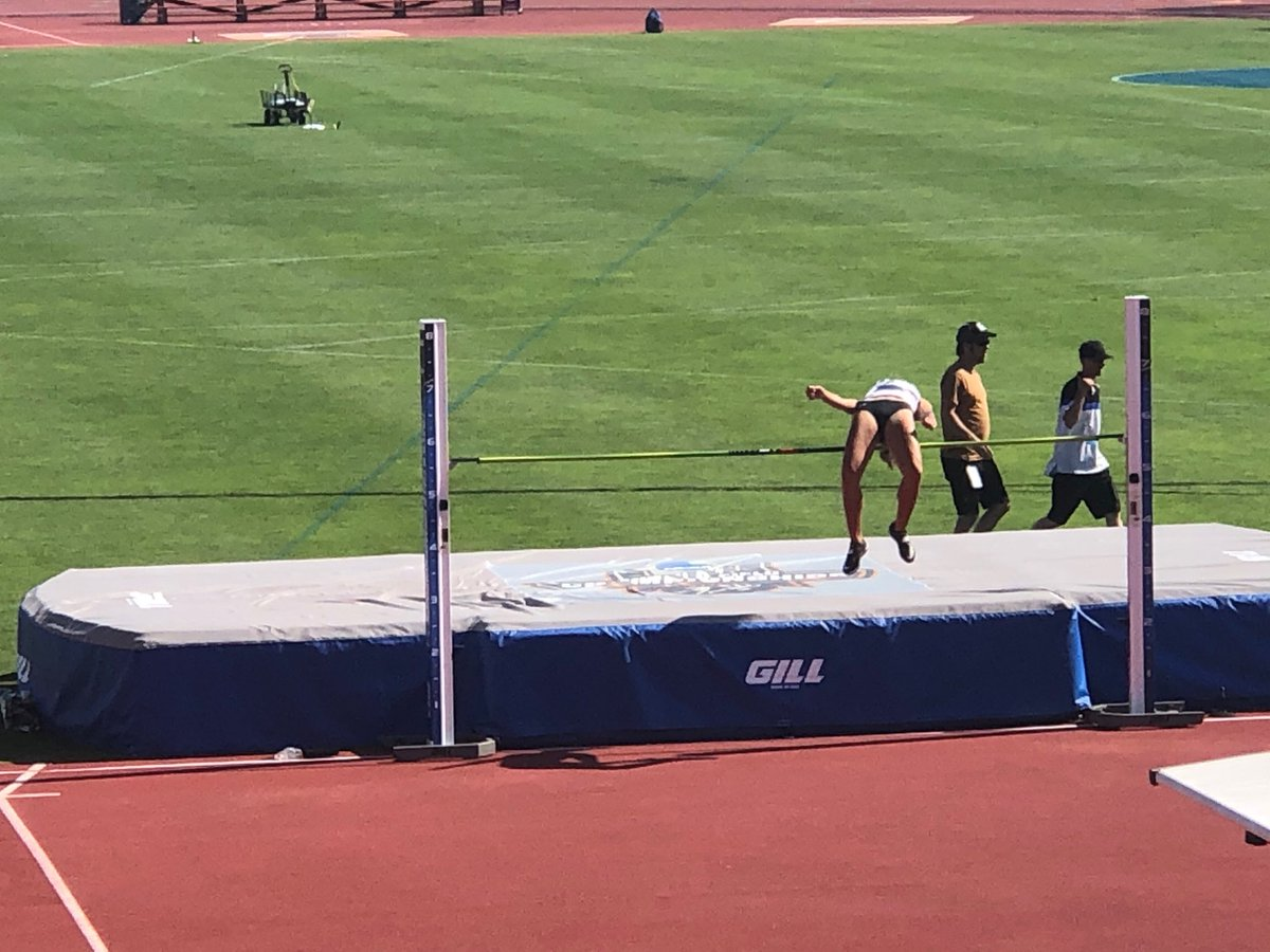 And Alexus is over the opening height of 1.70m on attempt No. 1! #LexGo! <br>http://pic.twitter.com/gn95jIZE5g – à Mike A. Myers Stadium (MMS)
