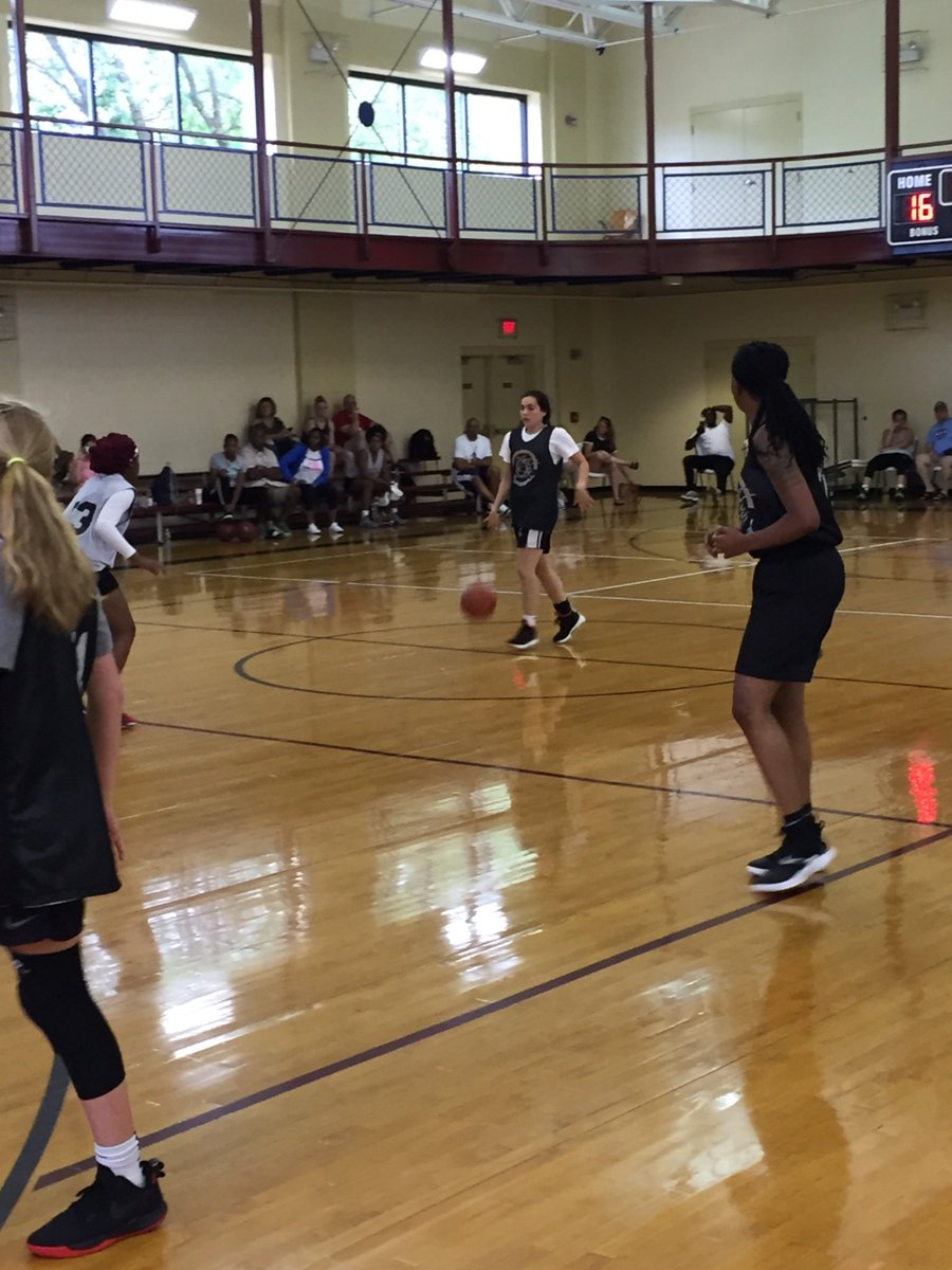 Well trained '21 PG Gabrielle Giracello knows how to make the best use of every possession. #Efficient #Dependable 🏀💎  Currently going to work at the @InsiderExposure #JrAACamp