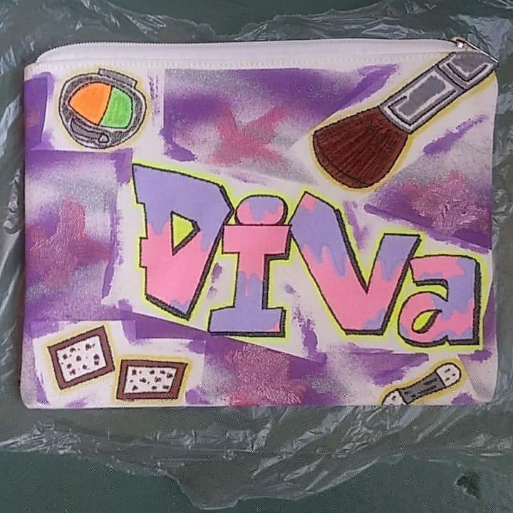 Now Available 💥 A Female #DIVA Large Money/MakeUp Bag For Order 📩 Everything Is Custom Hand Painted 💯  #WstSdeÄrt 🖌️ #BronxMade 🗽 #CustomHandPaintedDesigns 💯 #BuildUrDreamMovement 🤝 #DIVA ❣️ #HandBag 💥 #MoneyBag 💯 #MakeUpBag ❣️ #FreeHandÄrtist 🙌 #SmallBusiness 💯 https://t.co/iQ7Wwli9zo