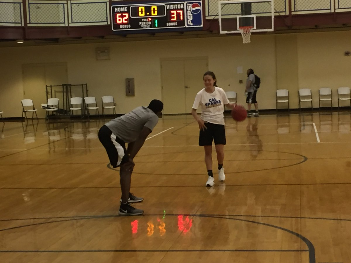 After everybody has left the @InsiderExposure #JrAACamp '21 CG Kristin Williams is getting some extra work in with @drskillsacademy!   #DidntComeAllTheWayFromCaliForNothing  @CarolinaGHoops @coachkent02 @LAWomensHoops @CGBR27 @ASGR1995 @MarkLewis_Rec