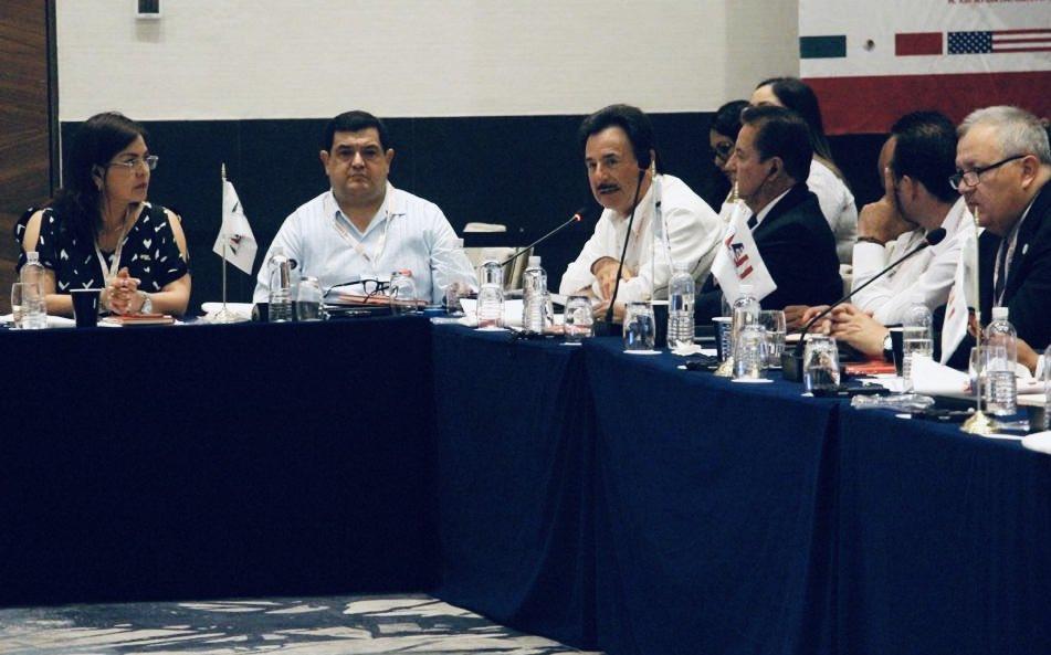 La base para una buena coordinación es el diálogo. Tijuana y San Diego hemos venido trabajando de la mano, para consolidar la mega región, en beneficio de ambas ciudades. Seguimos compartiendo nuestras experiencias en la Primera Cumbre de Alcaldes de América del Norte. https://t.co/Mcg0tZRzSZ
