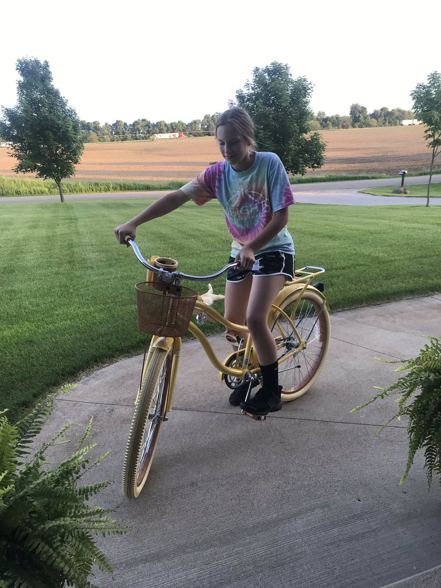 Emily bought a new bike! She is going to be my side company on my run tomorrow!🤗