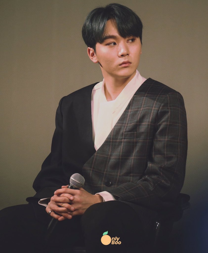 verkwan au  where fashion critic boo seungkwan can't stand rapper chwe vernon, who every year, keeps on showing up to met gala in the same fucking tie dye tuxedo <br>http://pic.twitter.com/xIRSnVunpF