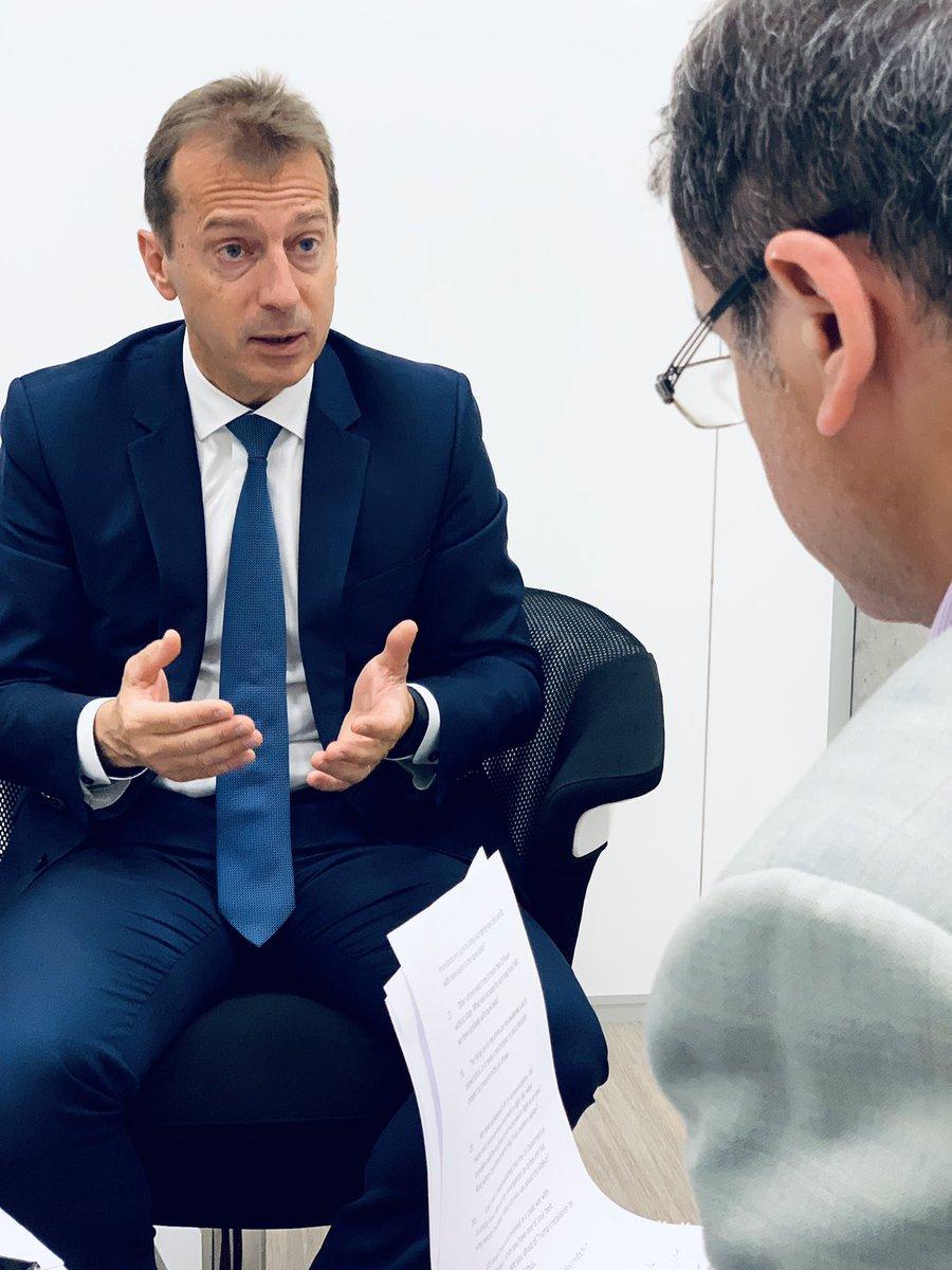 """""""Airbus representa el éxito de la integración europea, y por eso sentimos la responsabilidad de llevar la bandera europea detrás."""" 🇪🇺  🔥Read @Airbus CEO @GuillaumeFaury's interview today in @el_pais 🇪🇸 👇 https://elpais.com/economia/2019/06/06/actualidad/1559805810_682128.html…"""