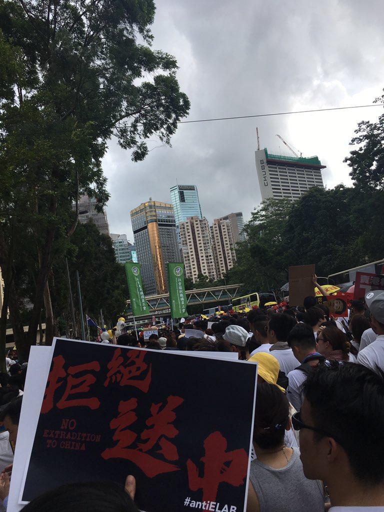 Ga yau, #Hongkongers!  #antiELAB #NoToExtradition #HONGKONG #反送中 #香港 #逃犯條例 #抗惡法 #protestpic.twitter.com/LKdelNImkD