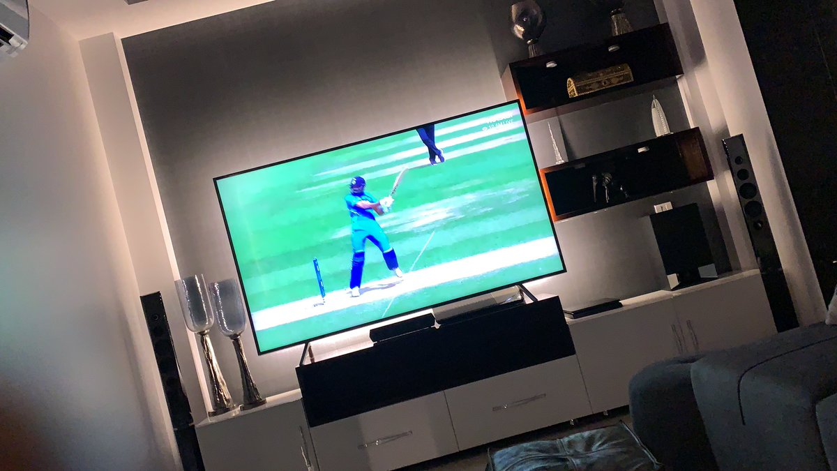 My bro @hardikpandya7 making cricket looks so easy 🔥