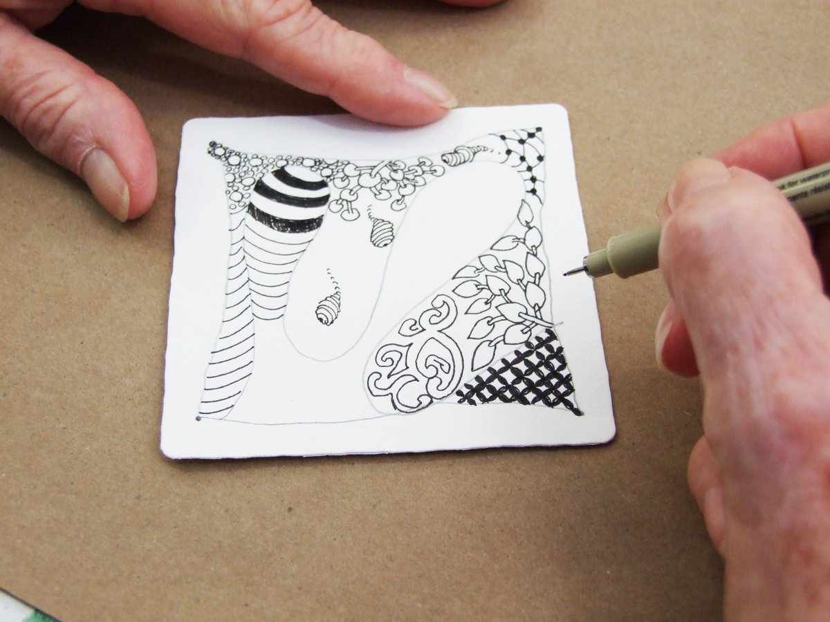 Sign up soon for Intro to Zentangle! This accessible art practice requires no prior experience. Enjoy the relaxation of drawing patterns and abstract shapes with us! buff.ly/2XwGca0 #Zentangle #abstractart #StudioSchool #VirginiaMOCA