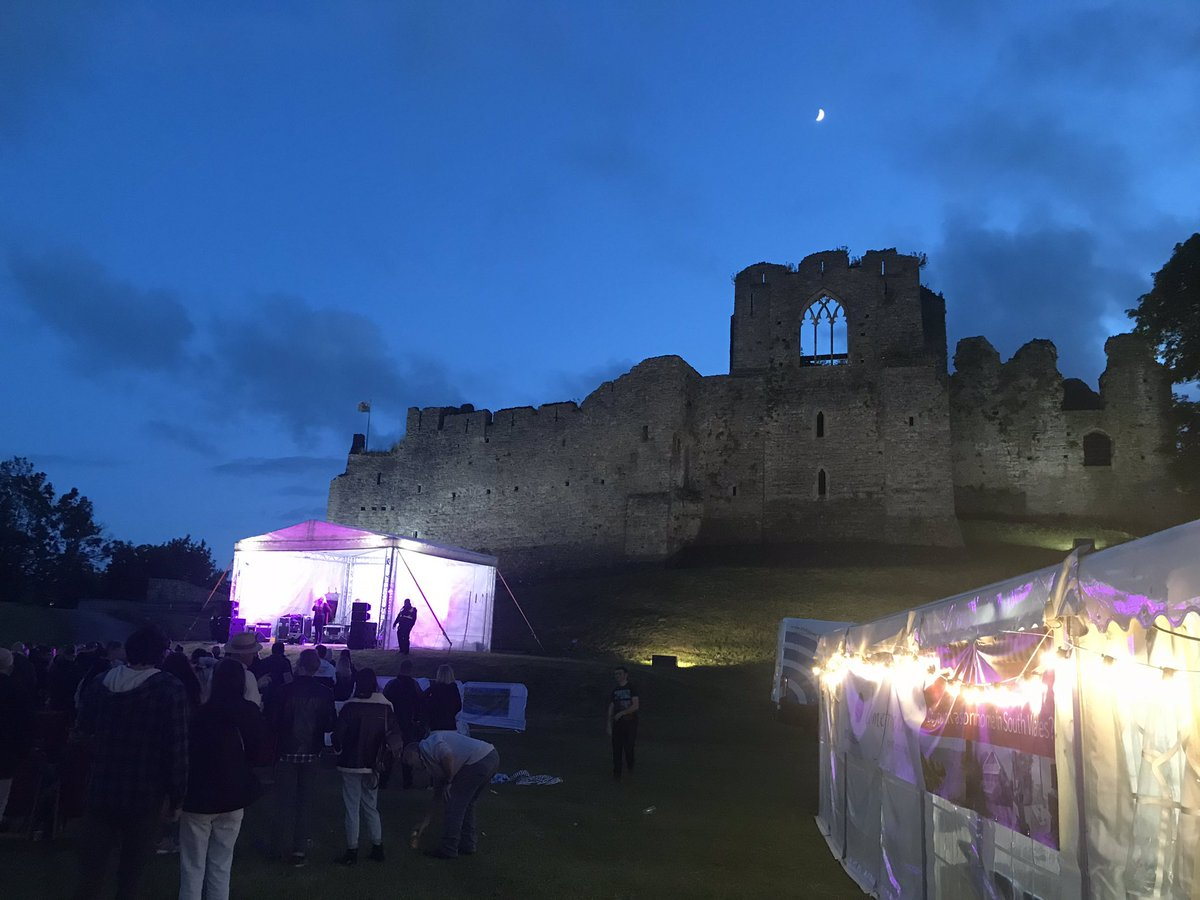 Couldn't resist a final #MumblesFest photo of the iconic backdrop at night time. @mrsloud1 was amazing @StudyUWTSD #events #festivals #notbusinessasusual @UWTSD