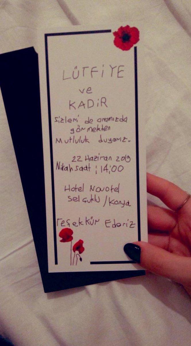 Konya'da bir öğretmen çift evlilik hazırlığındalar. Davetiyelerini disleksisi olan bir öğrencilerine yazdırmışlar. Amaç; farkındalık yaratmak. İşte bu formasyonla elde edilemeyecek bir kültürel birikim ve meslek aşkıdır. #egt @ziyaselcuk @safran1958 @hmzaydg