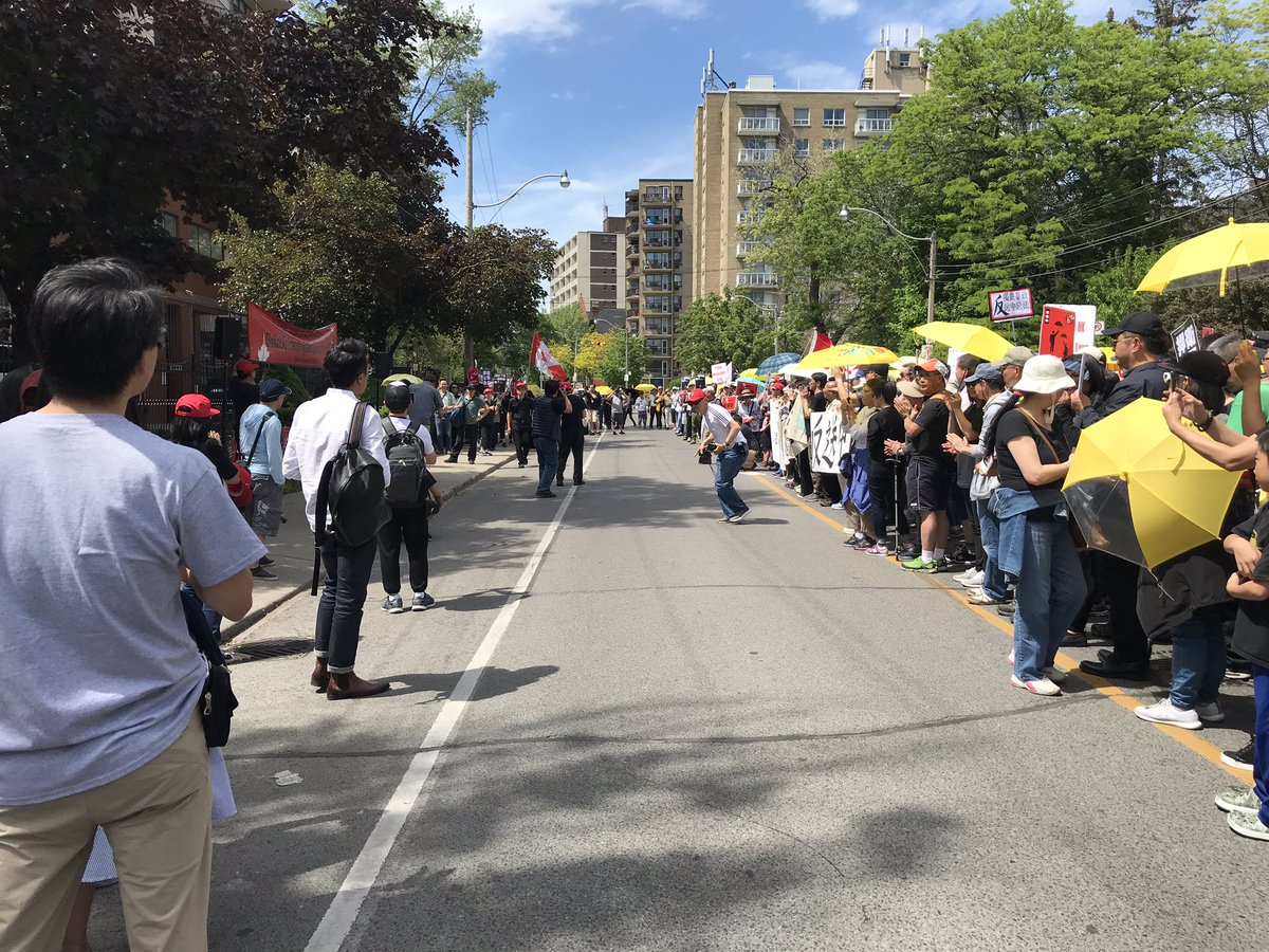 More than 2000 #HongKongers showed up to support #NoEvilLaw #WithdrawExtraditionBill #antiELAB #NoChinaExtradition in #Toronto #海外港人齊救港 #69齊上街 #反送中 #撤回逃犯條例 pic.twitter.com/Ll97FGwGJq