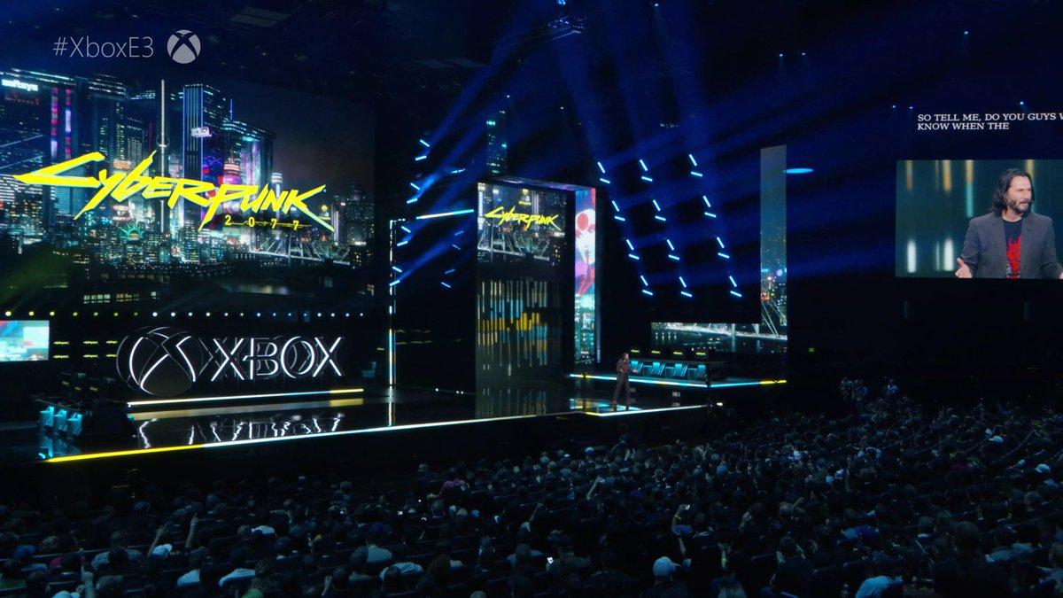 Keanu Reeves, presentando #cyberpunk2077 en el #XboxE3 siendo aplaudido por todo el mundo. UNA PUTA JOYA.