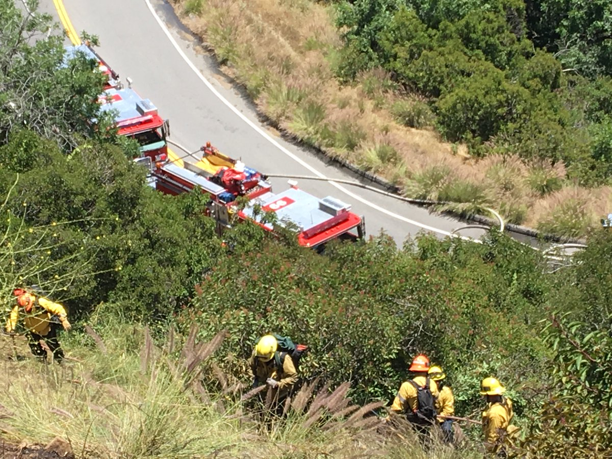 Your #LAFD @LAFDvalley working the steep hills while achieving a #knockdown of #brushfire in the Laurel Canyon / Mulholland area No structures damaged and no injuries reported 📷: LAFD