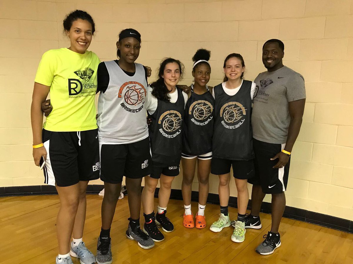 DR Skills Academy family taking on the #insiderexposure #jraacamp in Memphis this weekend. Great camp and great experience for these young ladies! @insiderexposure #polishedbypurposeandpassion