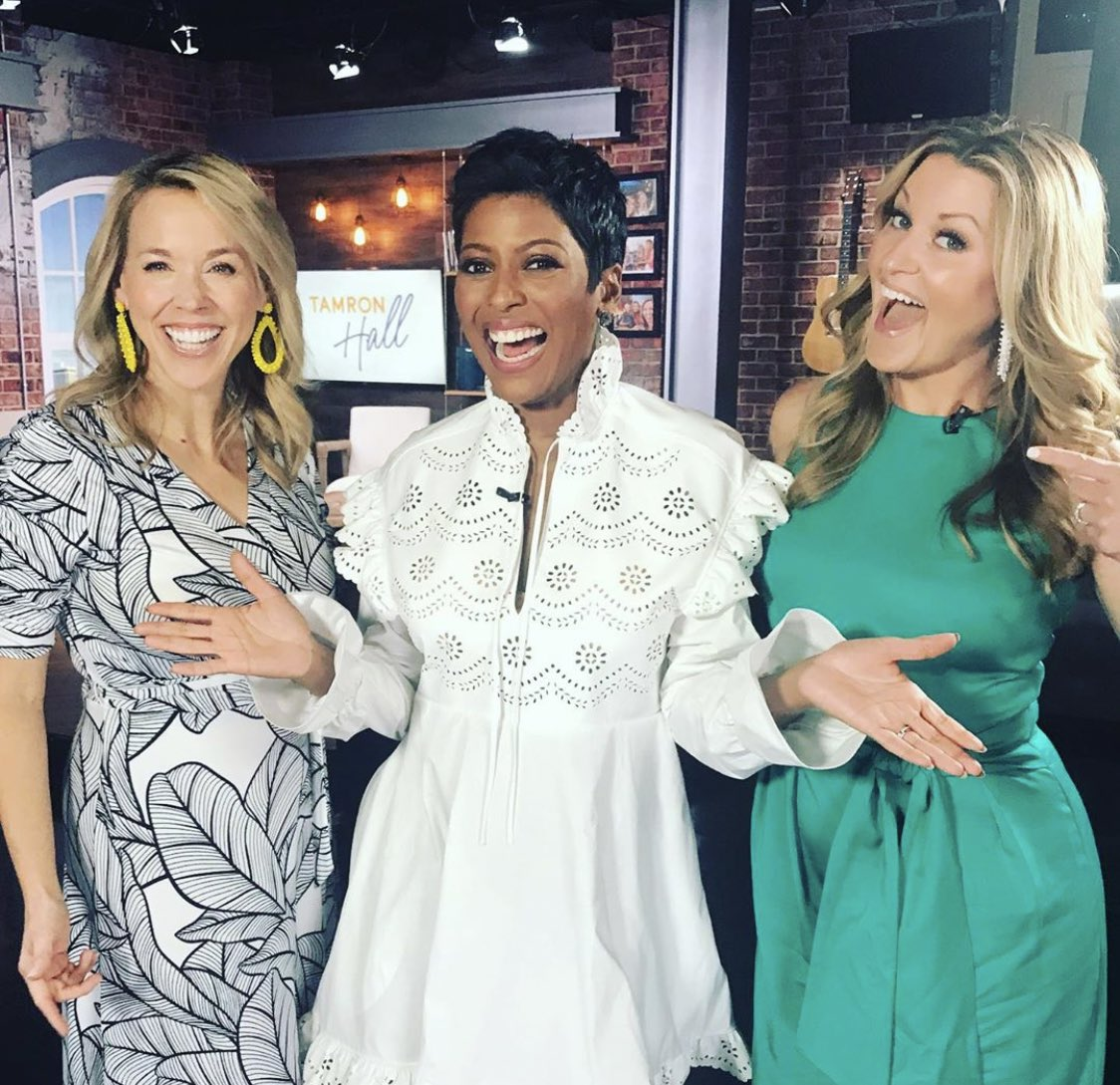 Is #Sunday the end of the week or the beginning? Doesn't matter when the week included hanging out with @carolesullivan and @thekellysutton in Nashville. My daytime tv fam @wsmvtv Ch 4. @tamronhallshow Sept 9th #daytimetv #tamronhallshow