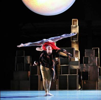 toitoitweet > dansers VIER VERHALEN EN EEN DAG > straal en geiet op het podium tijdens de laatste 2 voorstellingen van deze tournee > introdans.nl/vier-verhalen-… @spinvis 🍎