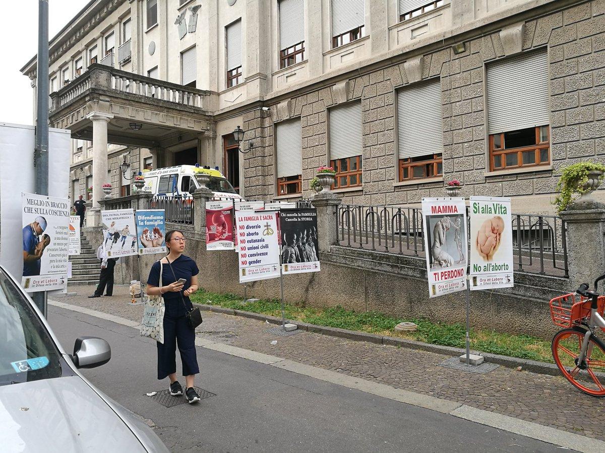 Caro @ComuneMI , queste cose davanti alla Mangiagalli sono inaccettabili  @policlinicoMI