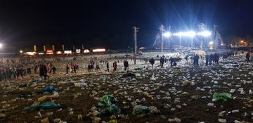 D8s3urWX4AEVNjH?format=jpg&name=360x360 - Environmental Group Slams METALLICA Fans Over The Amount Of Plastic Left Behind