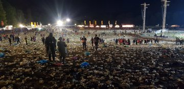 D8s3xA4W4AAaKMv?format=jpg&name=360x360 - Environmental Group Slams METALLICA Fans Over The Amount Of Plastic Left Behind