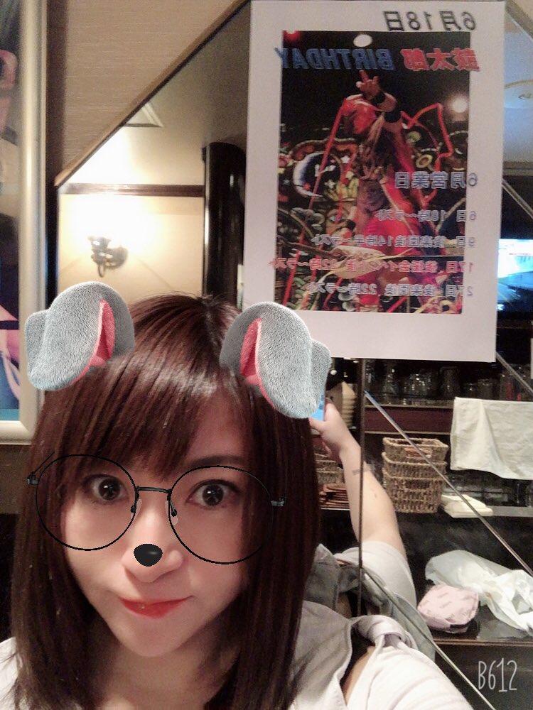 Hiromi's Bar🍾 オープン╰(*´︶`*)╯  携帯変えたから自撮り出来るよぅになった✌️  ご来店予定のお客様、足下気をつけてお越しください🙇♀️☔️ https://t.co/xjpqMBR55R