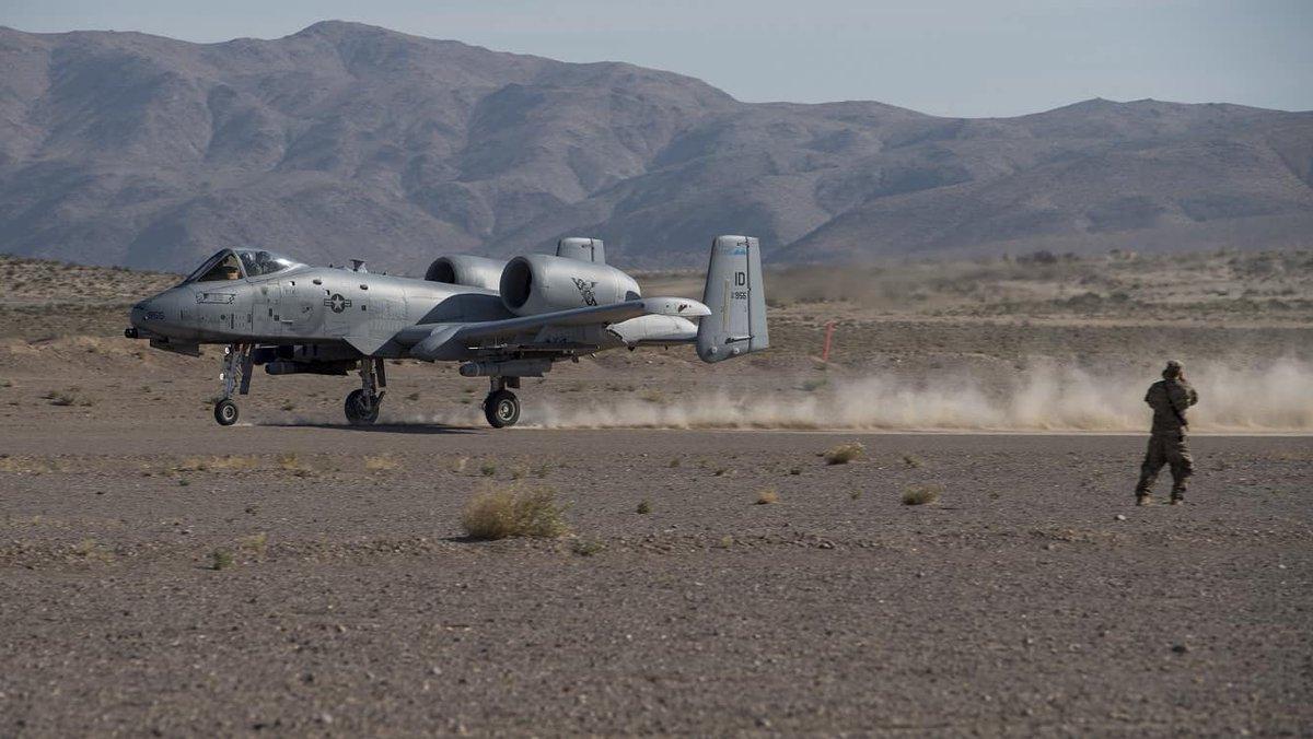 الوداع المؤجل - A-10 Thunderbolt II - صفحة 5 D8sm_XuX4AEnl_r