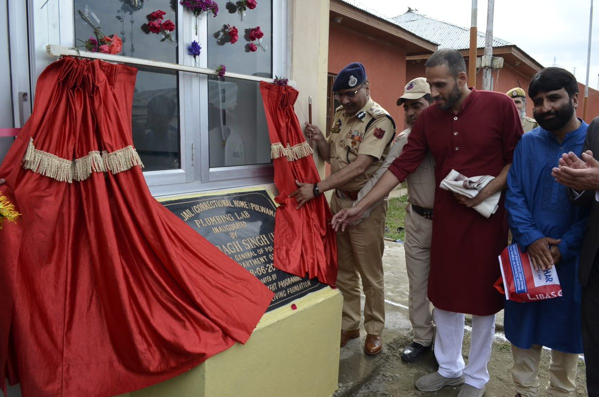 .@ArtofLiving inaugurated a skill center in Pulwama Special Jail, Jammu & Kashmir offering training in plumbing & computers. Apart from 3 prisons in J&K, skill centers are running in 16 central jails across India, training inmates in various vocational trades.