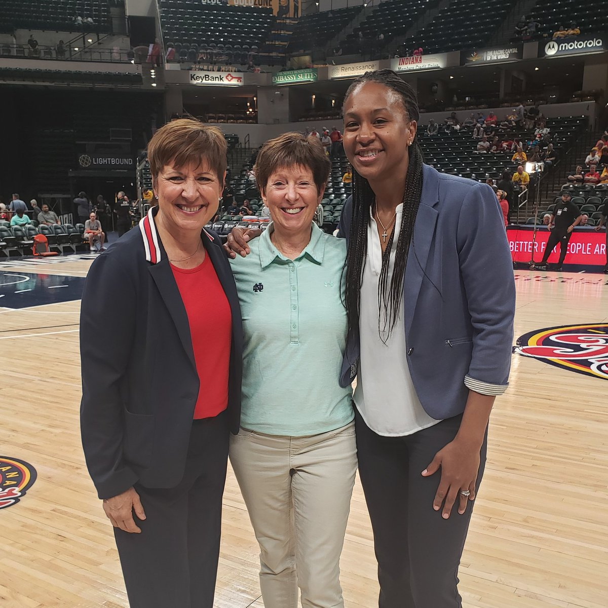 Always a great time when we welcome one of the greatest coaches & HOF'er in the building  😍💪🏽❤ @indianafever @ndwbb @bankerslifefieldhouse @allisonbarber8  .   .   . #Inspire #IMPACT #ChangingLives #HOF #Trailblazer #Legendary #GoIrish #Shero #FeverBeliever❤❤ #SoBlessed🙏🏽❤️