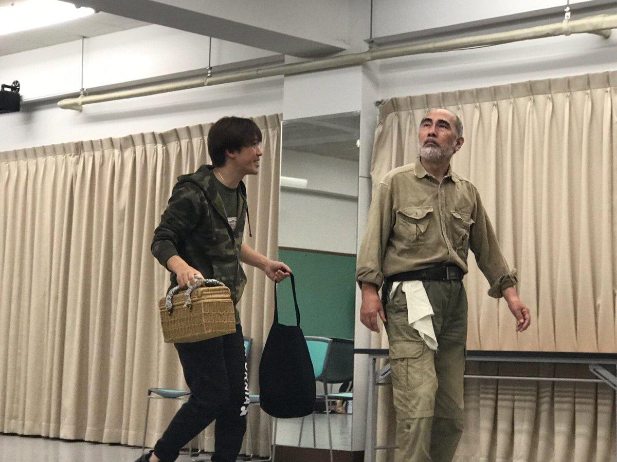 アルムおじいさんの本間識章さん。セバスチャン役の正木慎也さんです。