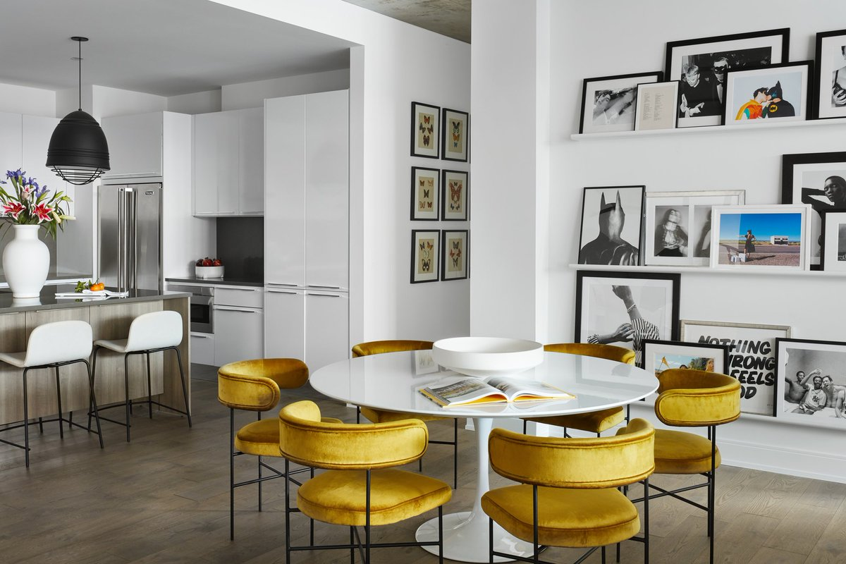 Designer JoAnn Neenan coaches her life coach client Jacqueline Gould create a bold Chicago condo that's sure to inspire.   Color Theory: How Our Designer Went Bold in a Chicago Condo https://t.co/JE3oN1GV25 https://t.co/F01vvjV8nu