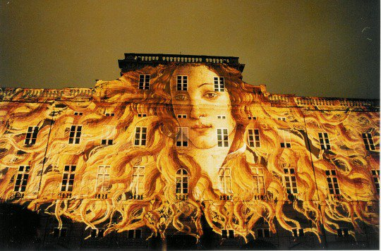 Botticelli's Venus as part of a slide show on buildings during the Festival of Lights in Lyon, France. <br>http://pic.twitter.com/tcSF5KaoDz