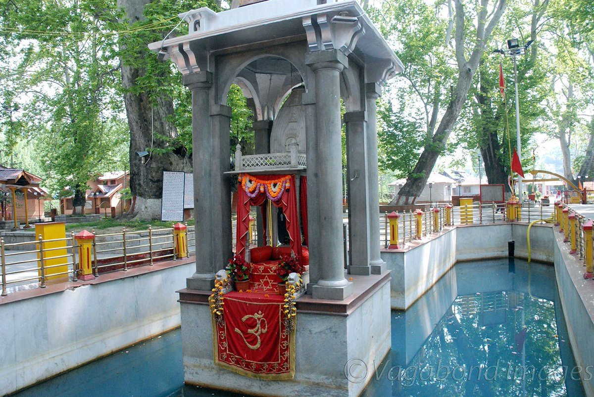 Kashmir, we know less about : Kheer Bhawani at Tulmul  #travel #kashmir #KheerBhawani #Tulmul #Ganderbal #tourism