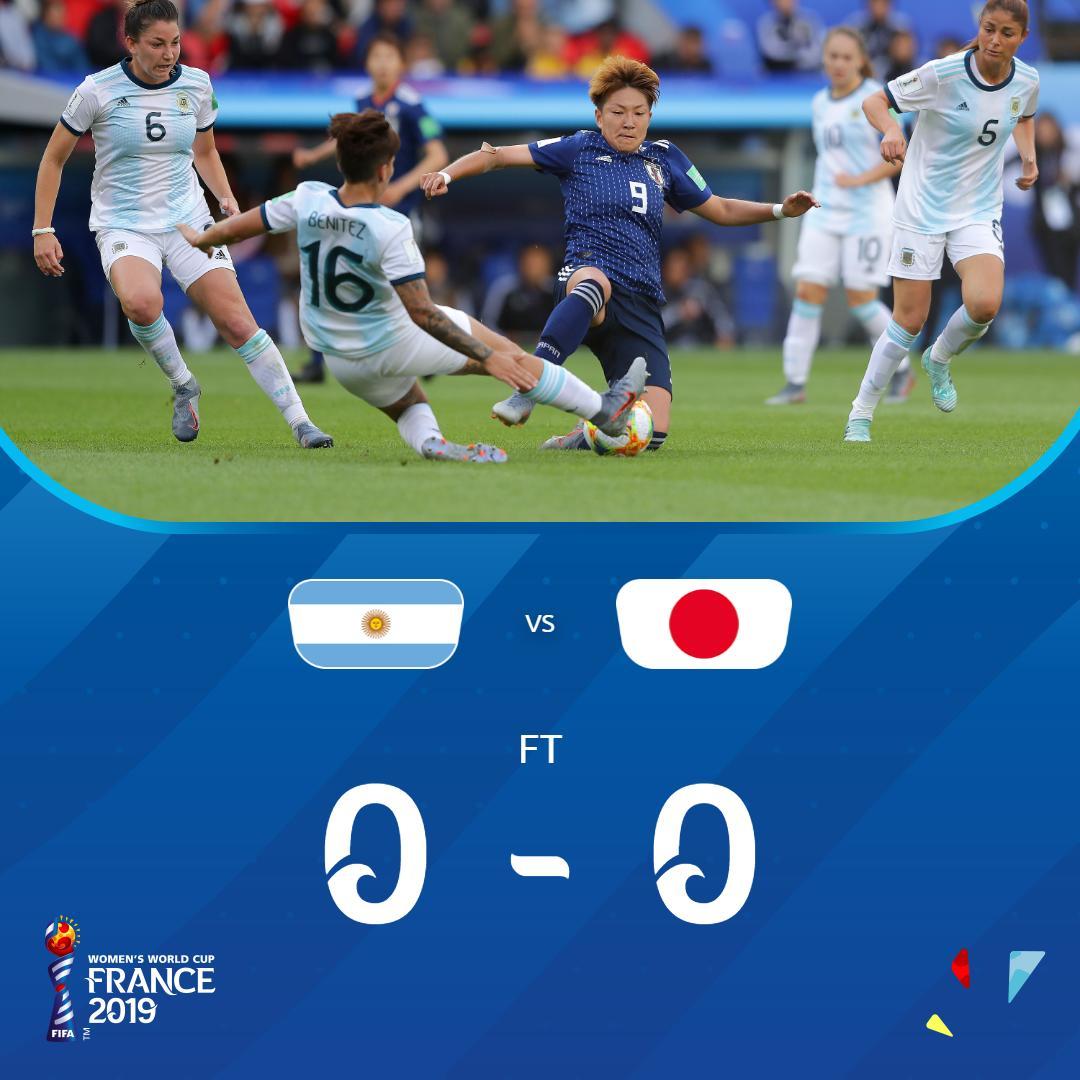 Le Japon et l'Argentine dos à dos lors du Mondial féminin