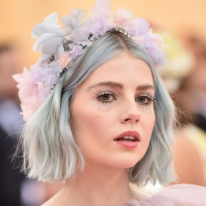 Actress Lucy Boynton has debuted her cool blue tresses at the 2019 Met Gala.  Step up your hair game with our new Spotlight Colour service – AED 500 for all hair lengths.  #TipsandToesME #TipsandToes #TNTOffer #UAEBeauty #UAESalon pic.twitter.com/0XwtWiW0MA