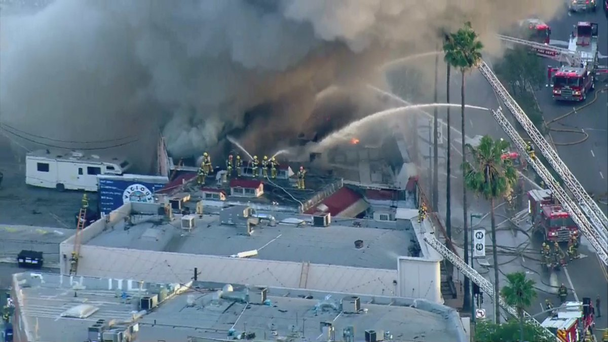 TRAFFIC UPDATE: All lanes of Lankershim Blvd. at Magnolia Blvd. closed due to massive strip mall fire in North Hollywood. cbsloc.al/2WvHsOl