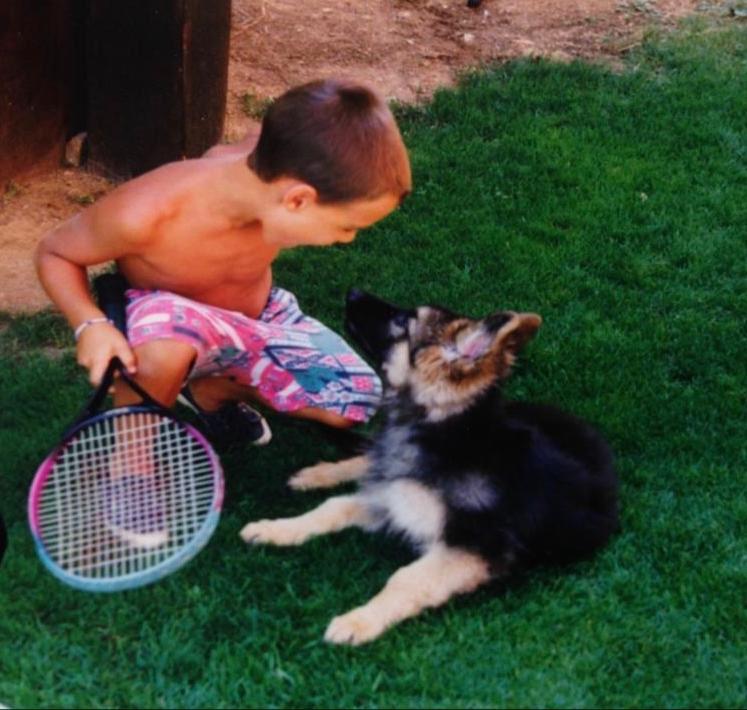 Ricordo il primo giorno, la prima racchetta. La mia famiglia e il cane Ralph. Poi è arrivato il primo sogno. Forse è proprio quello che sto vivendo. #LittleFF