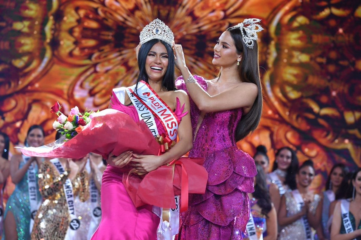 Congratulations to the newly crowned #MissUniverse Philippines!  <br>http://pic.twitter.com/FEEdNO6a1G